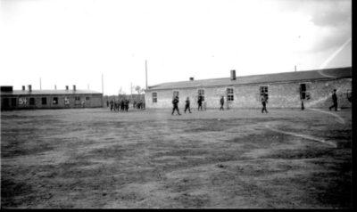 Baracken innerhalb des Lagers (Foto: USHMM)