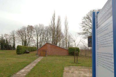 Gedenktafeln am ehemaligen Küchenkeller des KZ-Außenlagers