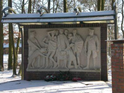 """Denkmal für die Opfer der """"Todesmärsche im April 1945"""" von Jo Jastram (Sammlung MuG Wöbbelin)"""