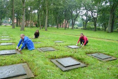 Pflegearbeiten auf dem Gelände der Mahn- und Gedenkstätten Wöbbelin