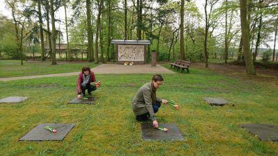 Am Ehrenfriedhof in Wöbbelin , Foto: Ramona Ramsenthaler