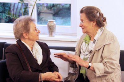 Links: Barbara Piotrowska, rechts Urszula Spinkiewicz zu Gast bei der Internationalen Begegnung der Generationen in den MuG Wöbbelin, Foto: Wladimir Jankelewitsch