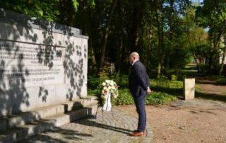 Thomas Möller, Bürgermeister der Stadt Hagenow, gedenkt der Opfer des KZ Wöbbelin, Foto: Stadt Hagenow