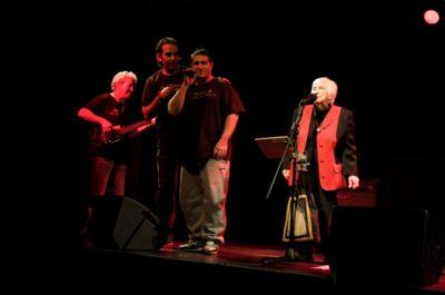 """Esther Bejarano und mit der Band """"Microphone Mafia"""""""