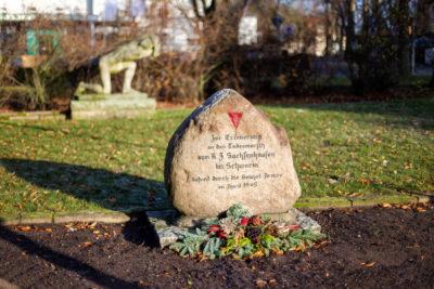 Gedenkstein für die Opfer der Todesmärsche gegenüber der Goethe-Schule (Foto: Björn Pauli)