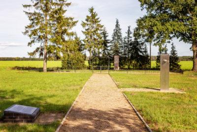 Gedenkstein und Ehrenfriedhof Sülstorf (Foto: Björn Pauli)