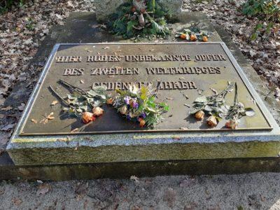 Gedenktafel auf dem Friedhof (Foto: Dörte Kantwill)