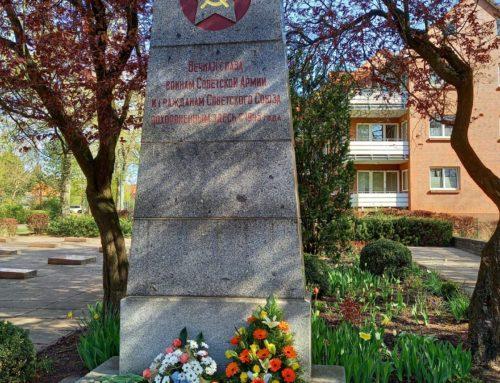 Gedenken und Kranzniederlegung am Ehrenfriedhof für 144 Opfer des KZ Wöbbelin  und am Sowjetischen Ehrenfriedhof in Hagenow